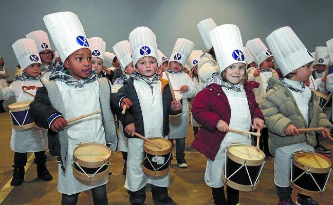 Al ritmo de las marchas más conocidas celebraron en Egape su tamborrada
