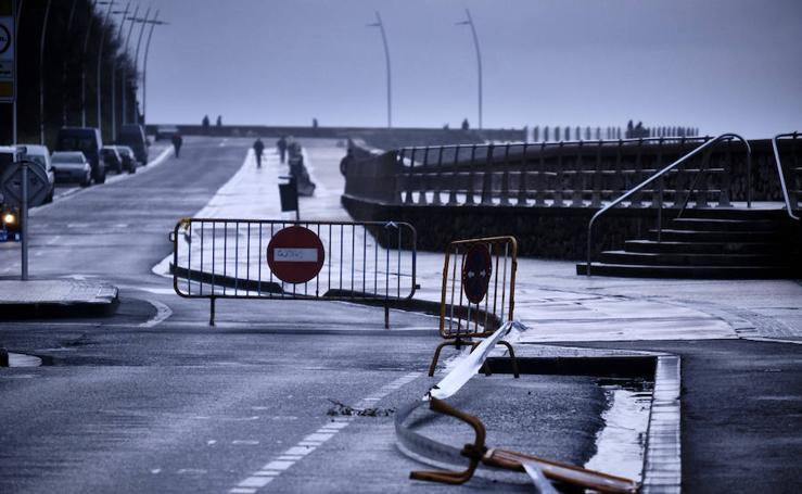Donostia y Zarautz toman medidas ante el aviso amarillo por olas en la costa