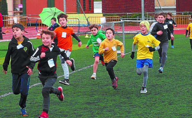 Un centenar de atletas escolares en Argixao