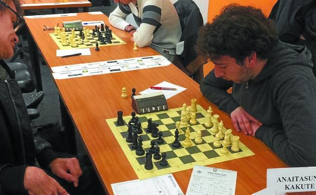 Primeros en la Liga Kutxa de ajedrez por equipos