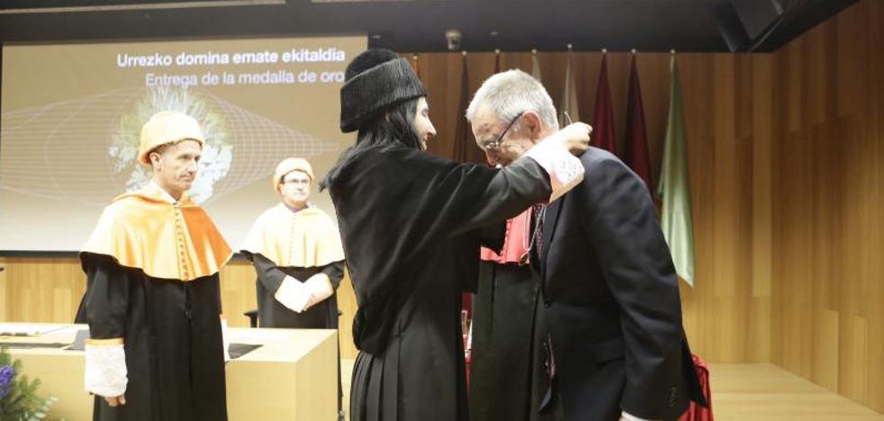 Eusko Ikaskuntza cierra el año de su centenario con la Medalla de Oro de la UPV