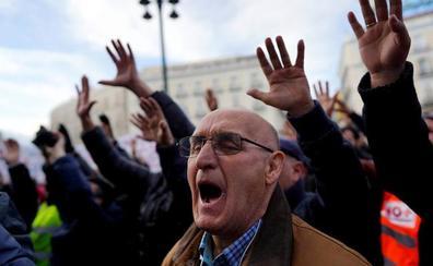 La huelga de Madrid deriva en un debate nacional sobre la regulación del taxi