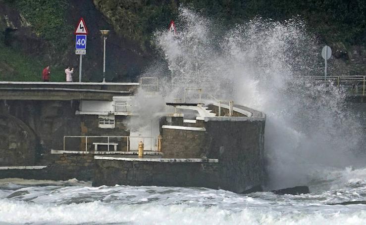 Bellas estampas en Zarautz por las olas