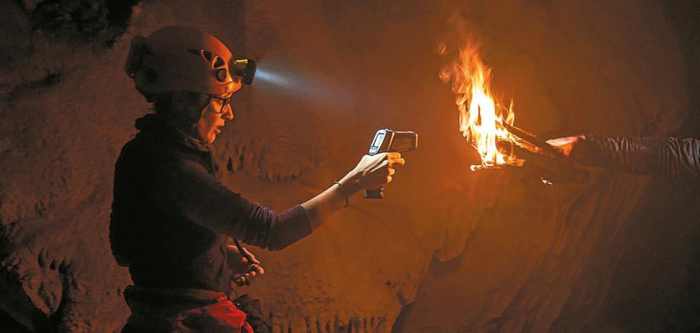 En el Paleolítico pintaban en las cuevas con la luz de antorchas de enebro y pino