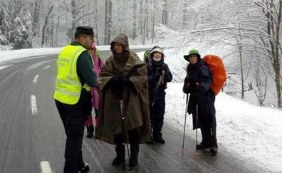 La nieve en Navarra obliga a desviar a los peregrinos del Camino de Santiago