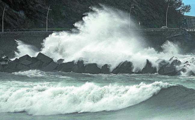 'Helena' activa los avisos por viento, olas, lluvia y nieve