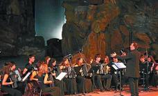 Isidro Larrañaga akordei orkestrak emanaldia eskainiko du gaur Arerian
