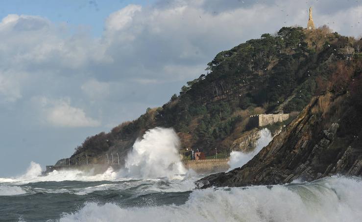 Impresionantes olas en Donostia