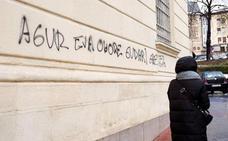 Aparecen pintadas a favor de un expreso de ETA en el Centro Memorial de Víctimas de Vitoria