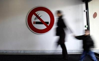 «Fumar delante de niños en espacios cerrados es una forma de maltrato»