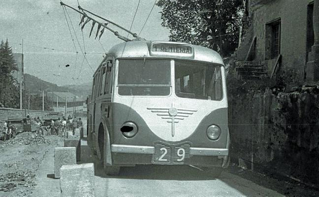 1964 Los frenazos convertían viajar en trolebús en «una peligrosa aventura»