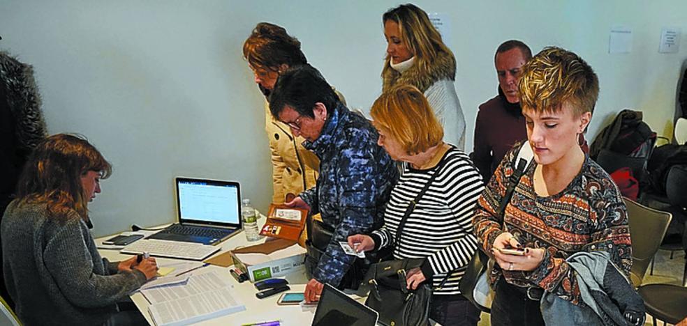 Más de mil personas han pasado en tres días por el 'casting' de 'Patria' en Donostia