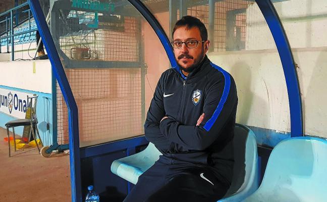 Aitor Zubizarreta (Entrenador del Lagun Onak): «¿Un resultado para hoy? Un gol más que el Zamudio»