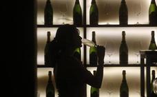 Fallecen 52 personas tras consumir alcohol adulterado en la India