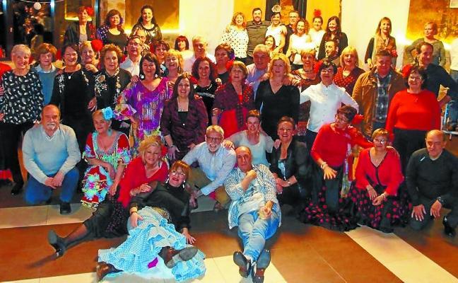 Cena y baile para los alumnos de sevillanas de la profesora Lurdes Motiño