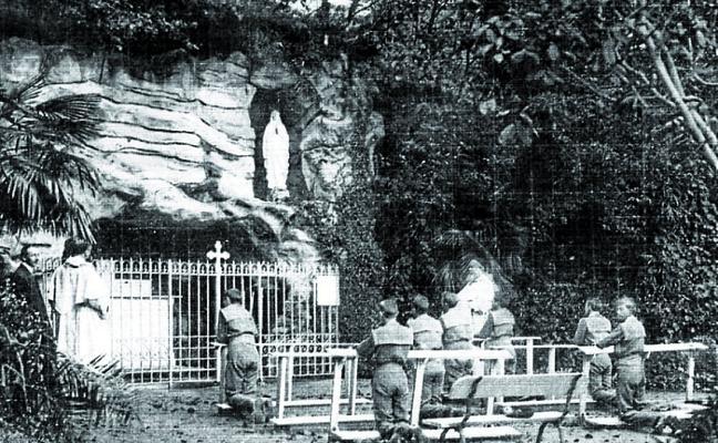 1933 | La gruta de Lourdes Txiki