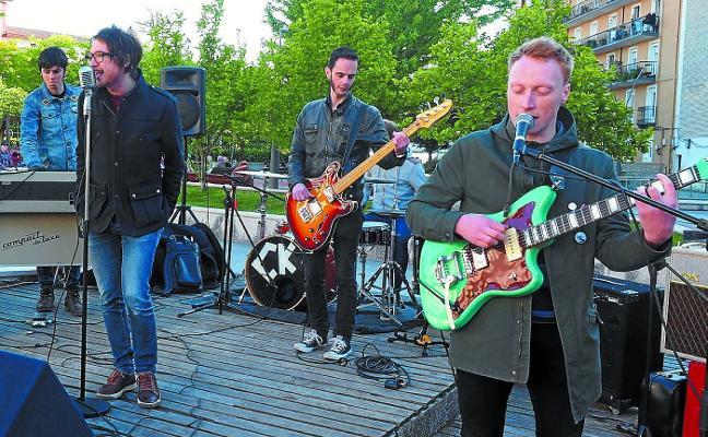 La banda francesa Cayman kings ofrece un concierto en Eitza