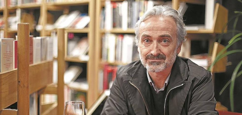 Javier Errea: «El periodismo debería levantarse ya del diván y echarle más coraje»