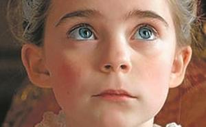 La película 'Cambio de reinas' se preestrena en el cuartel de Loyola