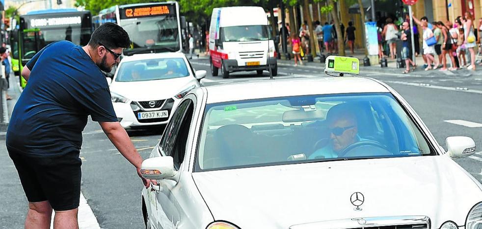 Donostia ayudará a sus taxis a entrar en una aplicación similar a la de Uber