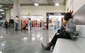 Denuncian «controles raciales» ilegales en autobuses de Donostia con destino internacional