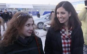 Expulsan de un avión a dos miembros de Pussy Riot tras protagonizar un incidente en El Prat