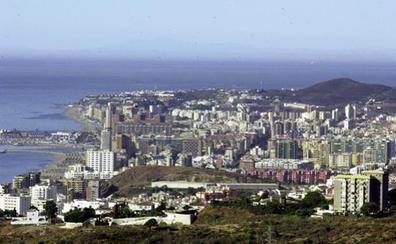 Un matrimonio halla una maleta con huesos al limpiar un trastero en Málaga