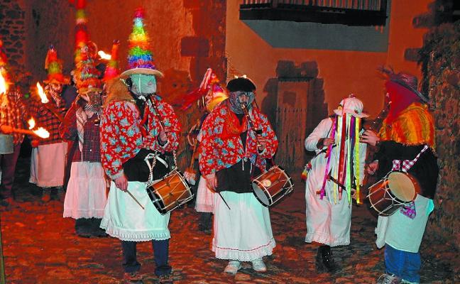 Arantza celebra sus carnavales con las cuestaciones de los mozorro zuriak