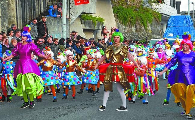 El Carnaval de Trintxerpe mantiene sus desfiles diarios de comparsas