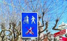 Quince señales recuerdan la prioridad peatonal en las aceras