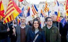 Arrimadas dice que en abril «acabará la etapa negra del sanchismo» y el bipartidismo