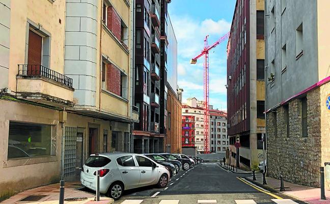 Técnicos municipales «no recomiendan» modificar los estacionamientos en Blas Etxebarria que pedía el PNV
