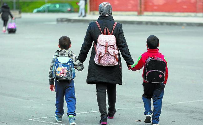 El aumento del alumnado extranjero obliga a Educación a incorporar a más docentes a la plantilla