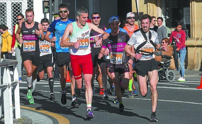 Iñaki Lopetegi y Claudia Behobide se llevaron la calurosa segunda media maratón de Irun