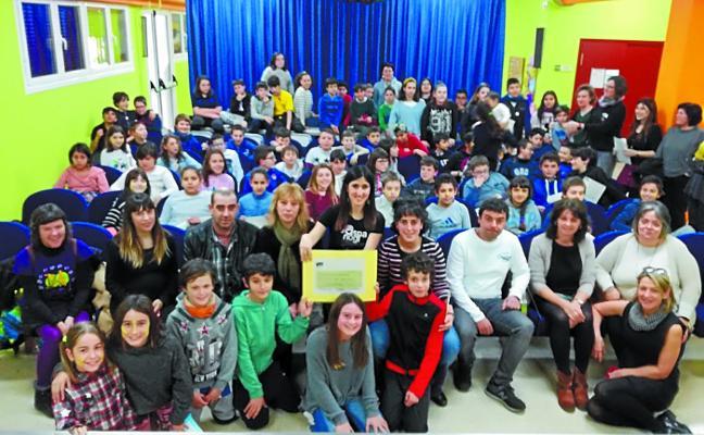 Emotiva entrega de 2.100 euros a Aspanogi por parte de Domingo Agirre