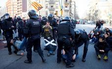 El soberanismo mantiene el pulso en la calle pero no logra paralizar Cataluña con la huelga