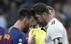 Sergio Ramos se libra de la roja en un manotazo a Leo Messi