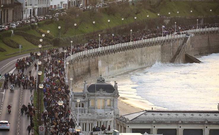 Miles de manifestantes se han reunido en Donostia