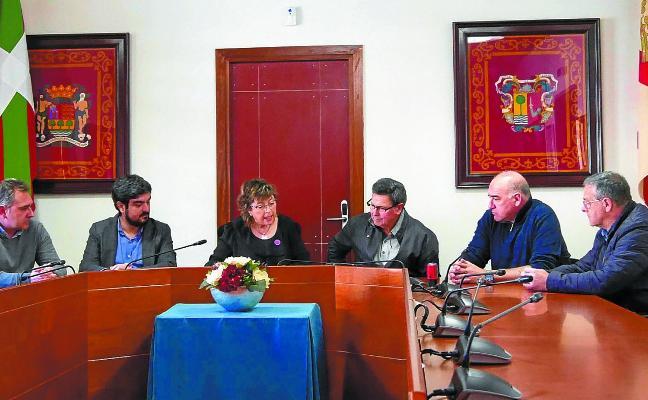 José Luis Arzuaga dona su ferrón al Ayuntamiento