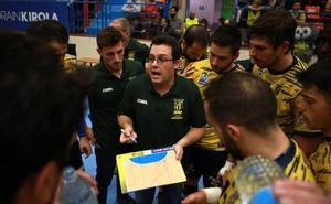 Cuétara alerta de que el Bidasoa irá «a tope» pese a la ventaja de 14 goles