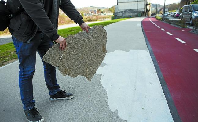 El pavimento del paseo de Azken Portu presenta importantes desperfectos