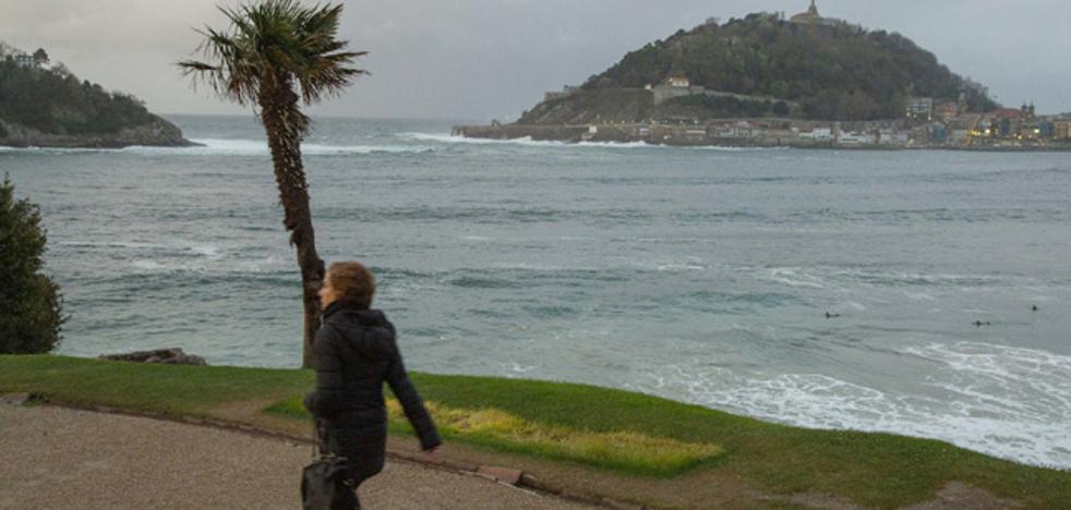 El polémico letrero turístico de Donostia se retira para su reforma