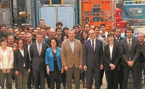 Markel Olano visitó ayer la sede de Loire Gestamp en el municipio