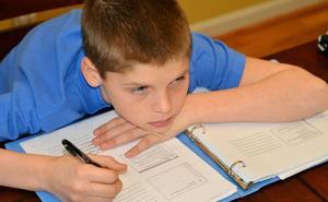 Los deberes, ¿una necesidad pedagógica o una pesada mochila de frustración?