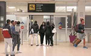 Las instituciones pedirán explicaciones a Iberia por la reducción de vuelos e Hondarribia