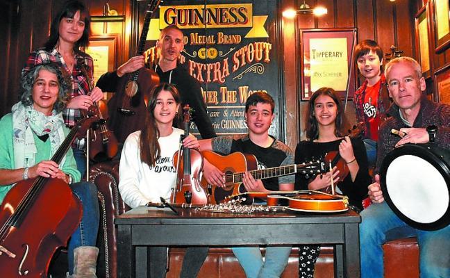Arragoa Folk Taldea ofrece mañana ritmos irlandeses con motivo de St. Patrick's Day