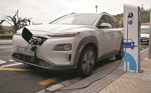 San Sebastián e Ibil reactivan tres puntos públicos de carga para coches eléctricos
