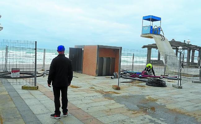 Nuevos baños públicos en el malecón y en el parque de Pilartxoenea