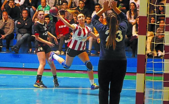 Debut con derrota del Astigarraga Gys Sport frente al Zuazo (26-27)