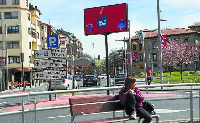 Los paneles informativos de la vía pública se están renovando